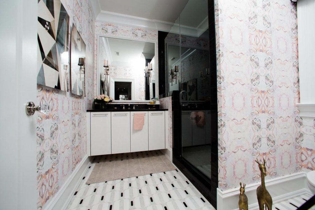 Mid century modern guest bathroom with dark quartz vanity